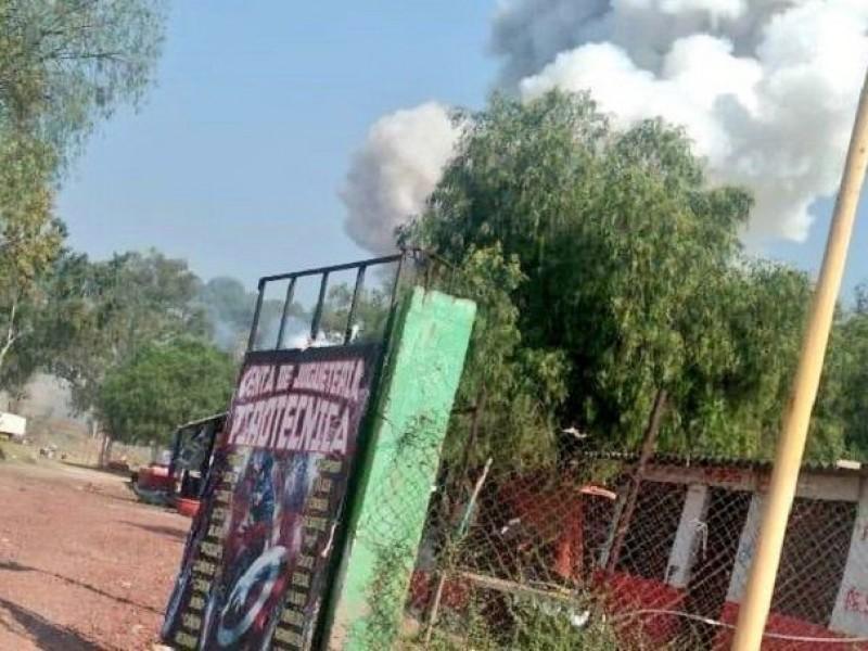 1 muerto por explosión de polvorín en Tultepec