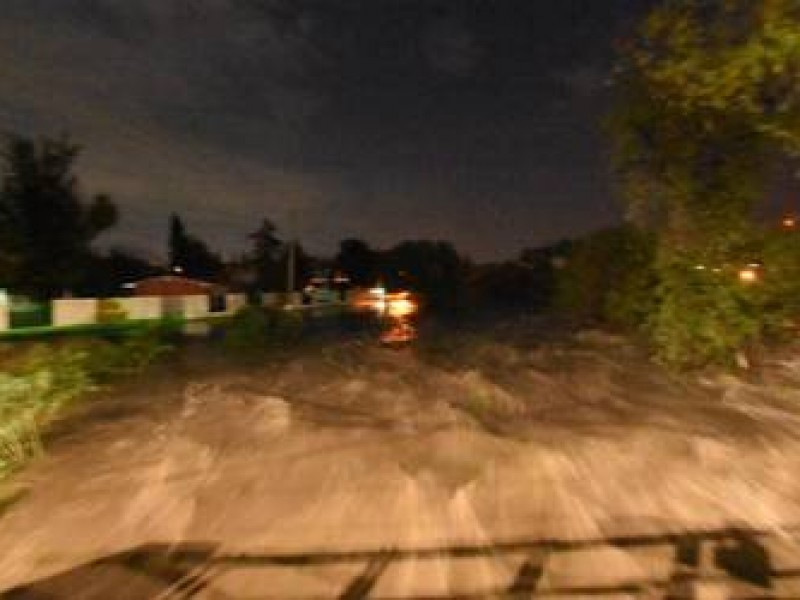 10 casas afectadas por desbordamiento de río en Huimilpan