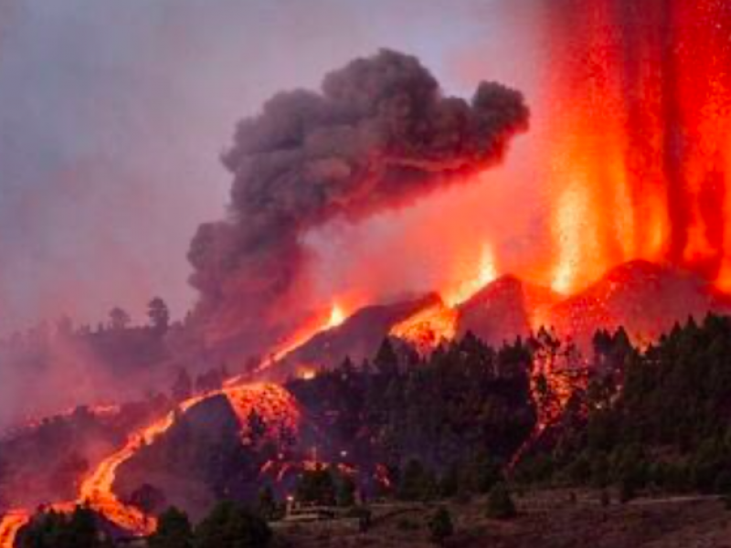 10 mil evacuados por erupción del Volcán Cumbre Vieja