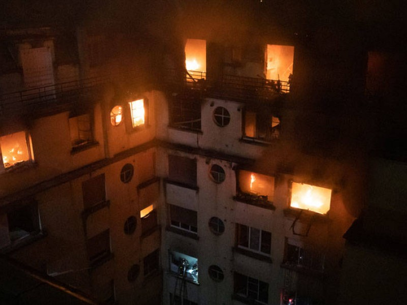 10 muertos por incendio en edificio de París