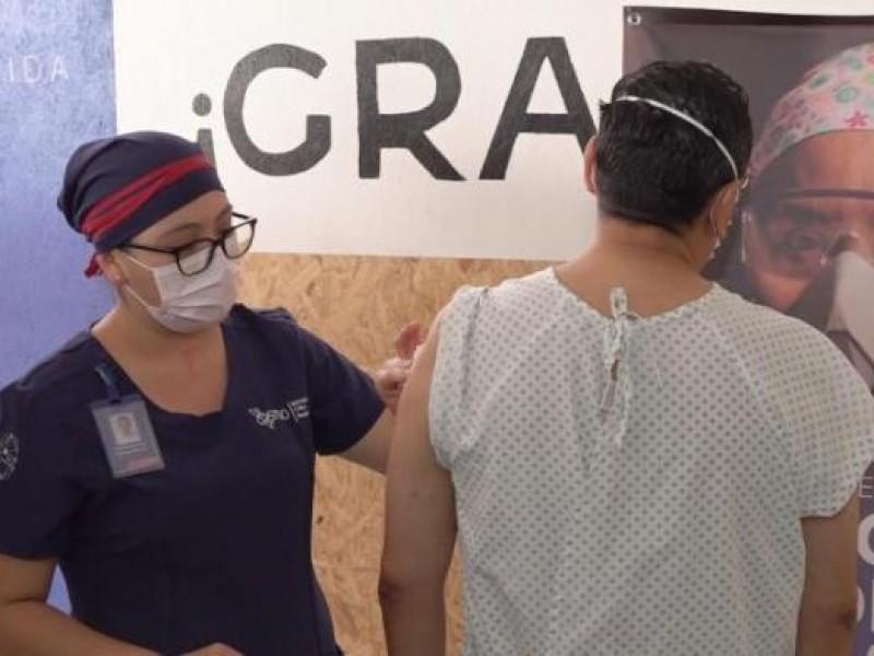 10 oaxaqueños reciben vacuna experimental contra el Covid-19