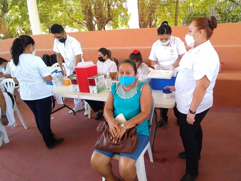 11,115 vacunas para población de 50 a 59 años; Zihuatanejo