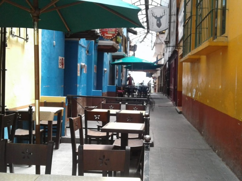 12 bares clausurados en Xalapa por incumplimiento
