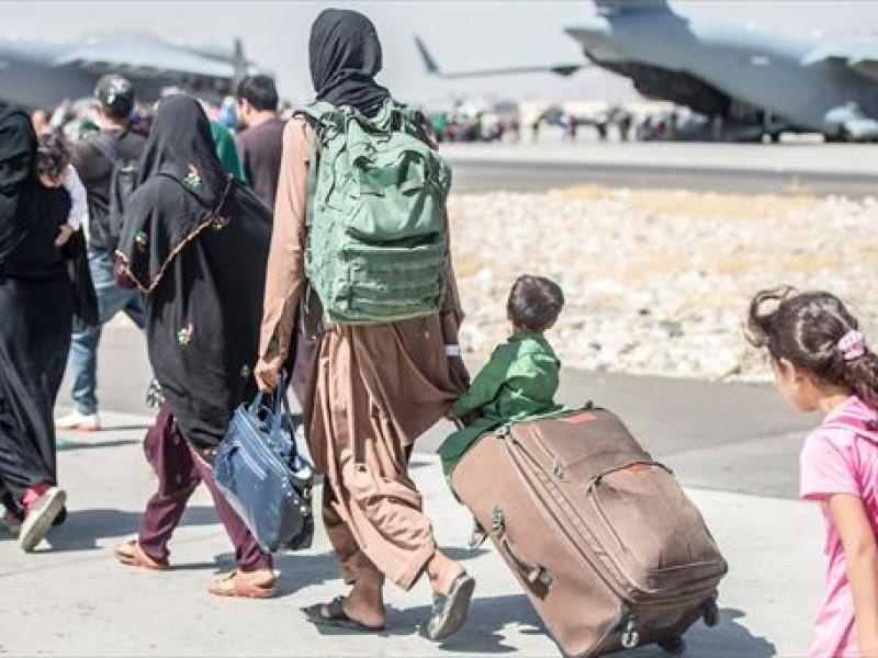 120 afganos de universidad de Roma  quedaron en Kabul