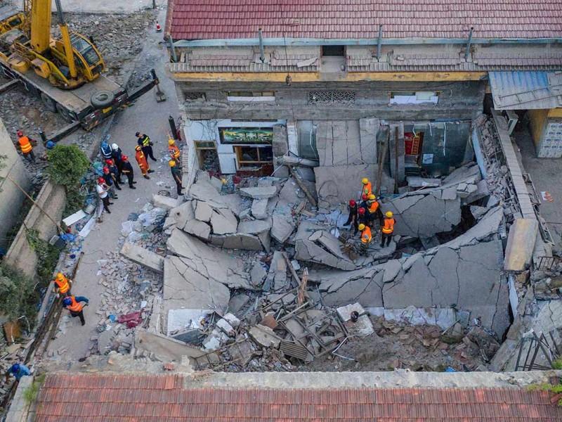17 muertos por derrumbe de restaurante en China