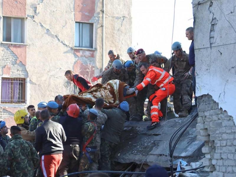 18 muertos por sismo en Albania; buscan sobrevivientes