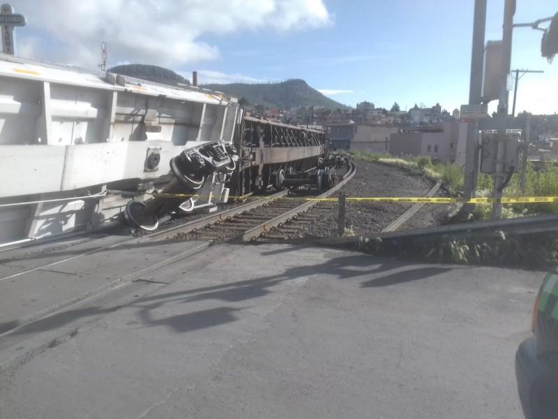 18 vagones descarrilados en la Pánfilo Natera
