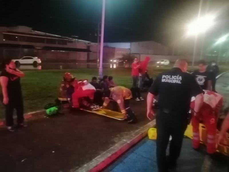 19 trabajadores heridos tras volcadura de transporte de personal