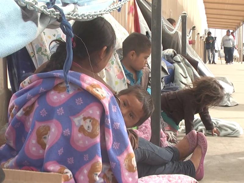 2 mil migrantes se aproximan en caravana