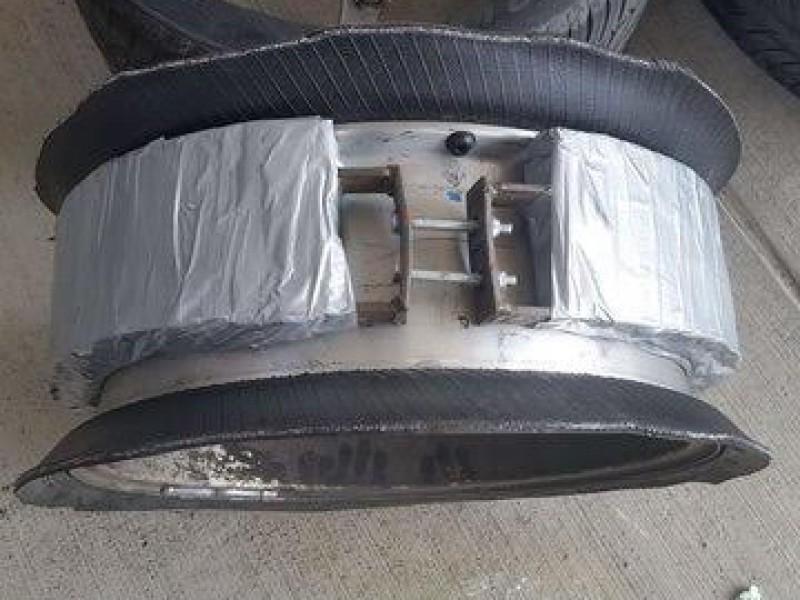 24 kilos de metanfetamina llevaba oculta en las llantas