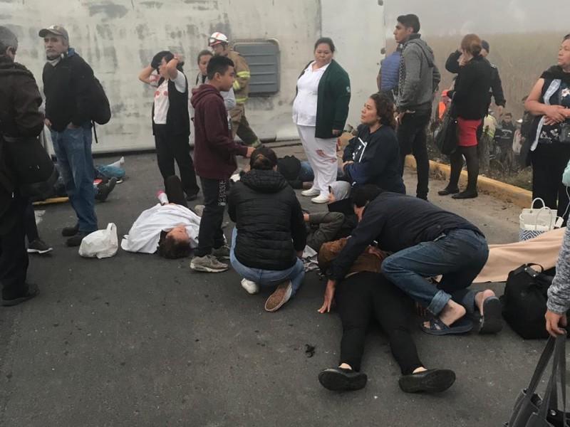25 lesionados en volcadura de camión