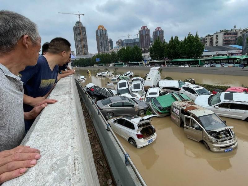 25 muertos en China por graves inundaciones; hay gente atrapada