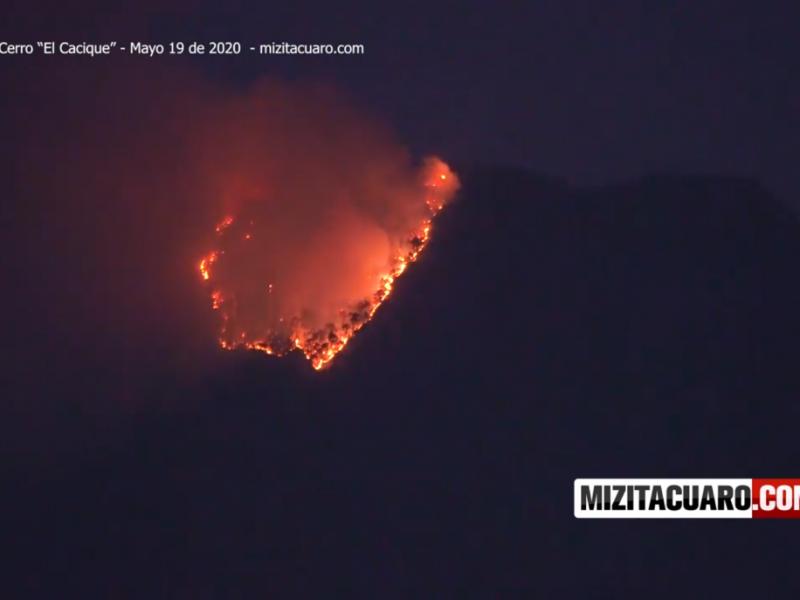 """250 brigadistas trabajan para combatir incendio en cerro """"El Cacique"""