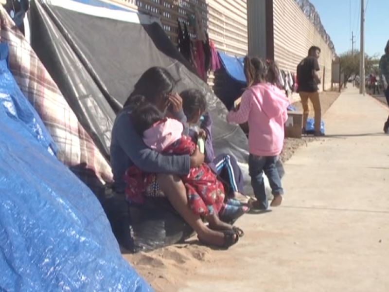 26 familias migrantes las que viven en carpas