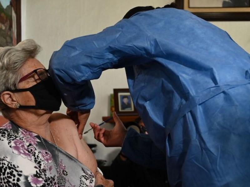 26 mil mil adultos postrados han recibido vacuna contra Covid-19