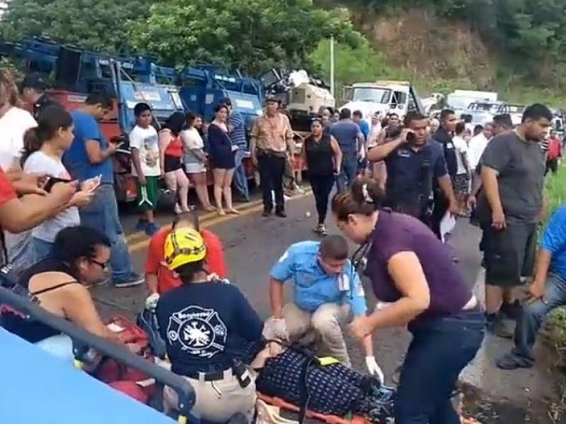 27 lesionados por volcadura en carretera a Tepic