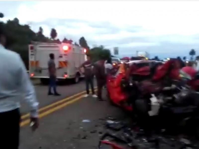 3 personas pierden la vida en accidente automovilístico