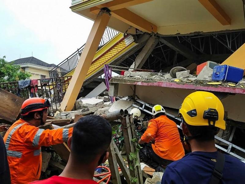 34 muertos tras fuerte sismo en Indonesia