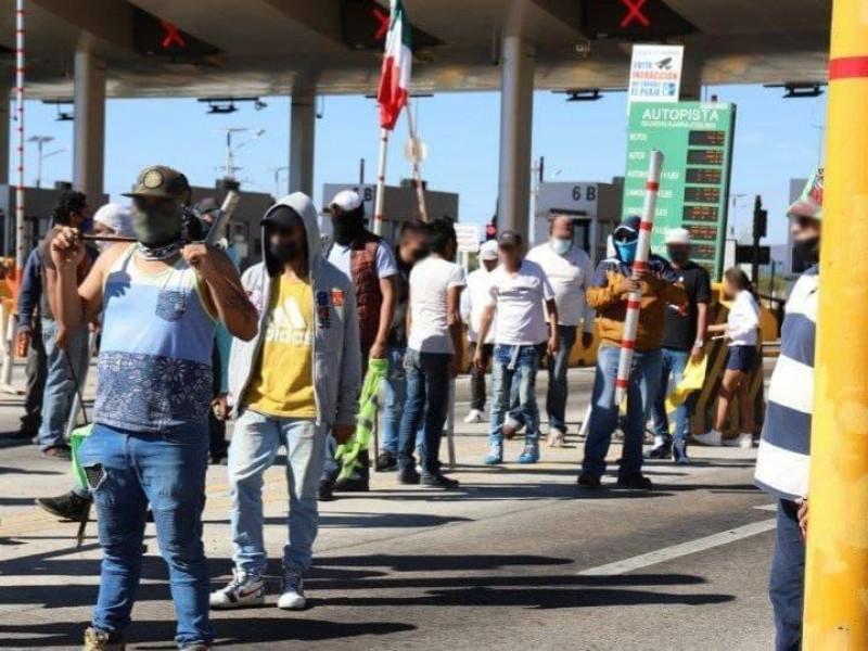 37 detenidos por distubios en caseta de Actatlán de Juárez