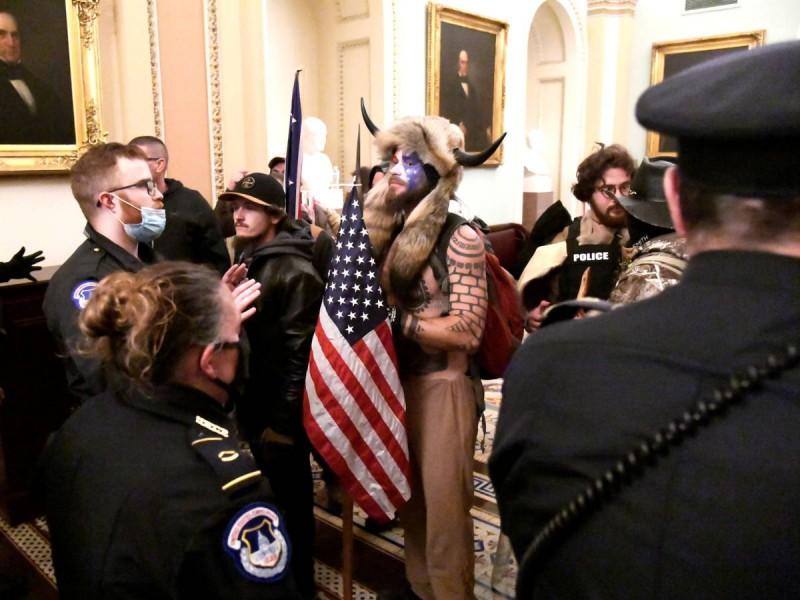 4 muertos y 68 detenidos por protestas en Washington, EU