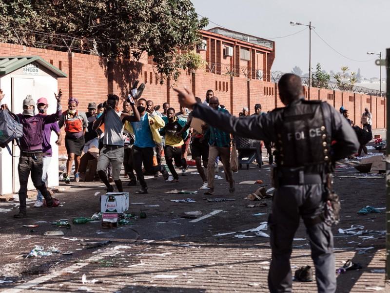 47 mil vacunas perdidas en Sudáfrica por disturbios