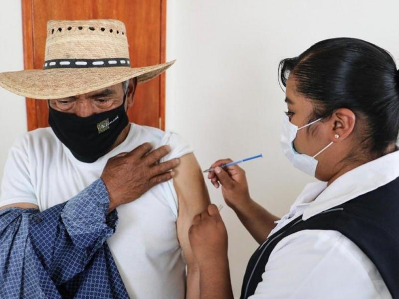 56mil adultos mayores recibirán vacuna contra COVID-19 en el Mayo