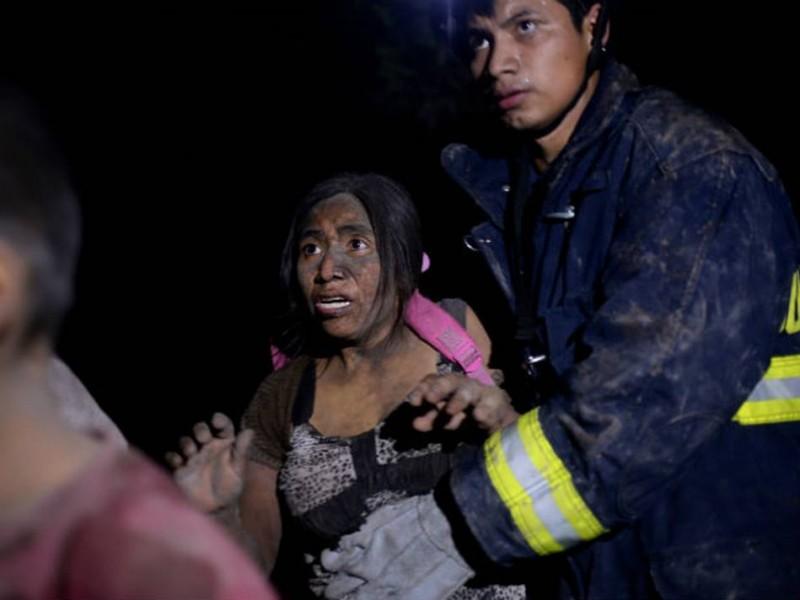 62 muertos por erupción del volcán de Fuego