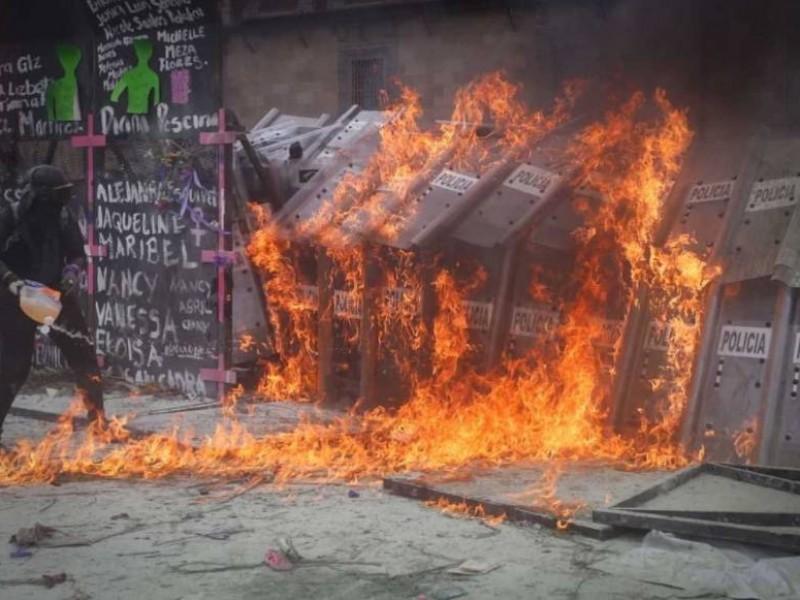 62 policías y 19 civiles lesionadas en marcha del 8M