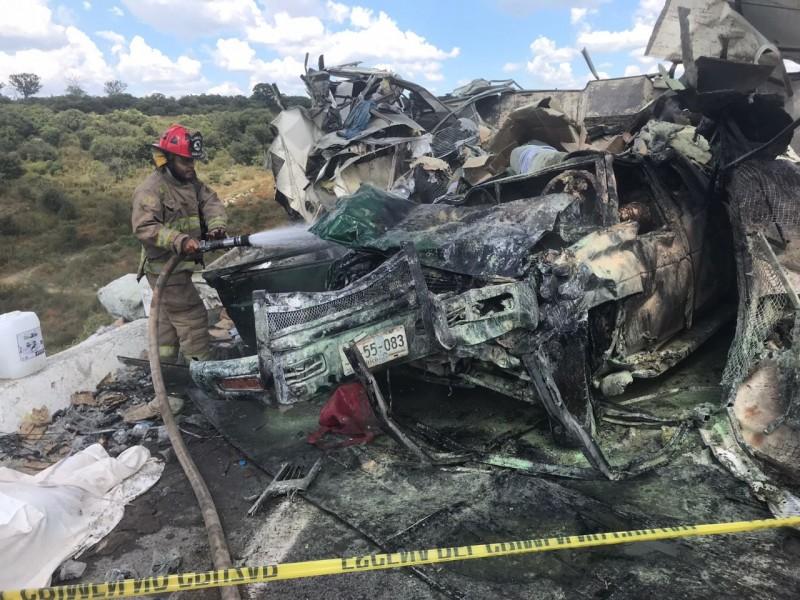 7 muertos y 3 heridos en autopista a Los Altos