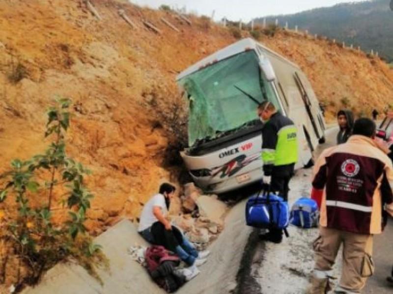 7 muertos y 35 heridos por volcadura en Acambay, Edomex