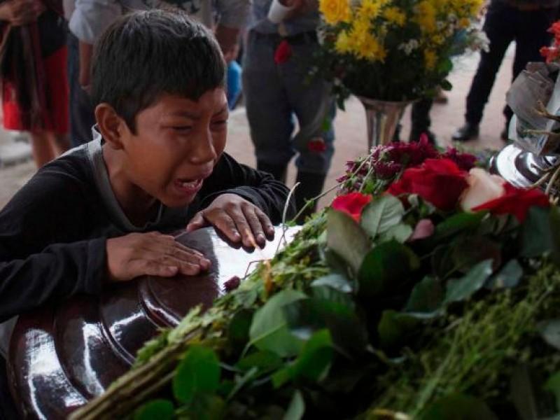 75 muertos por erupción de volcán de Fuego