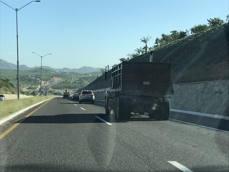 773 dompes y pipas circulan en Los Cabos