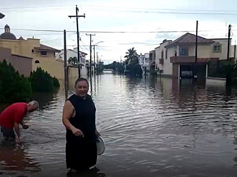 90 milímetros de lluvia inundaron Los Mochis