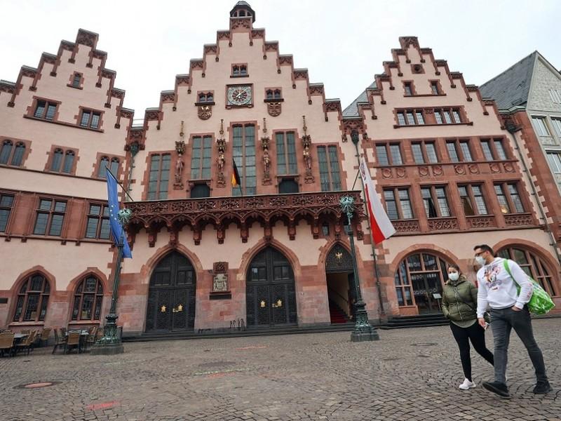 900 alemanes fueron puestos en cuarentena por acudir una fiesta
