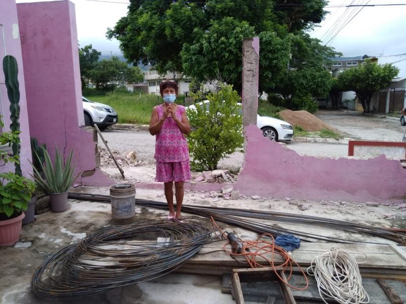 A cuatro años del terremoto damnificada recibe ayuda