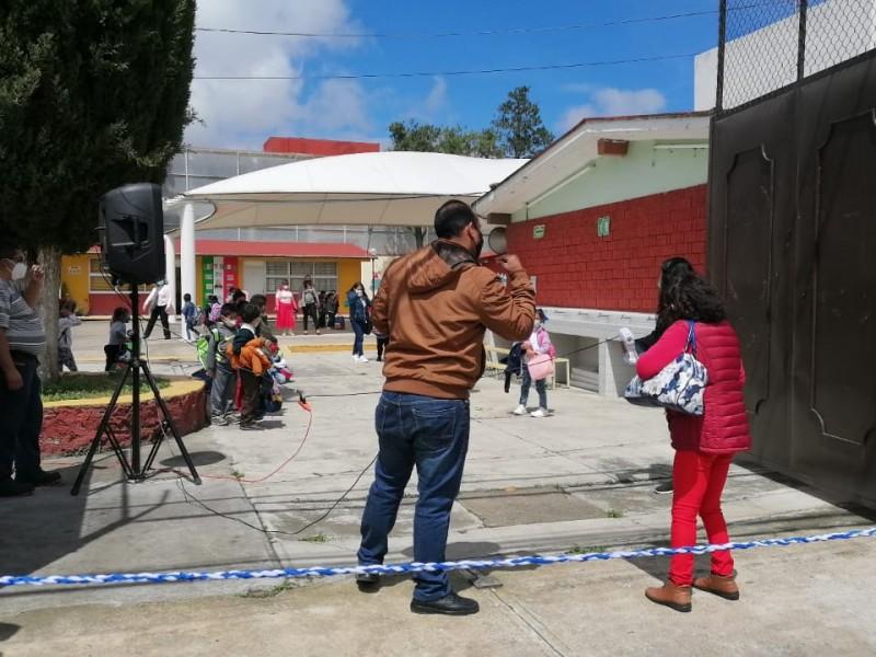 A la alza escuelas con casos positivos a COVID-19