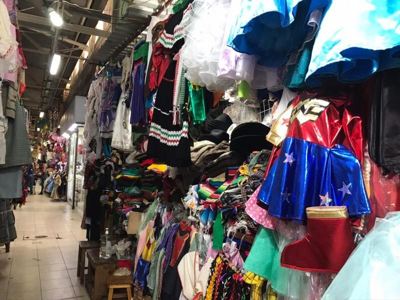 A la baja ventas de trajes patrios