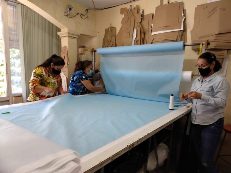 ¡A mano! textileras elaboran el cubrebocas más grande del mundo