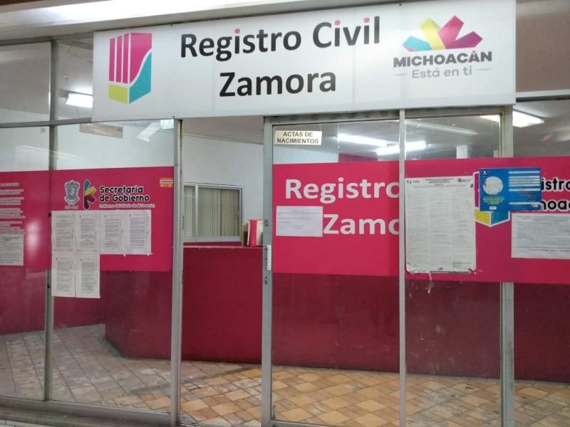 A puerta cerrada atienden casos urgentes en el registro civil