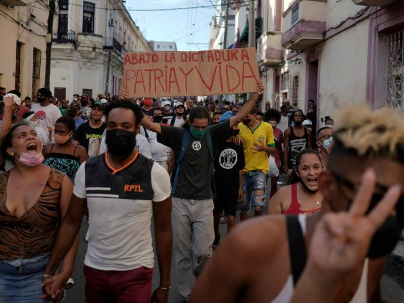 """""""¡Abajo la dictadura!"""": Manifestaciones históricas en Cuba"""