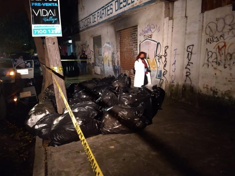 Abandonan bolsas con medicamento en Azcapotzalco