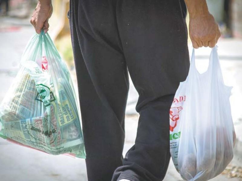 Abandonan plan para restringir bolsas y popotes de plástico
