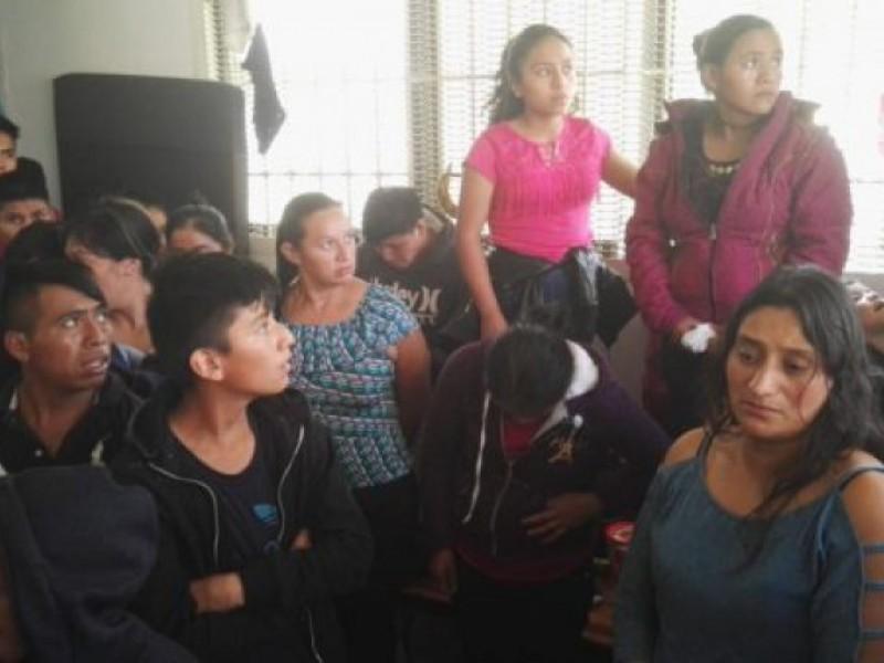 Abandonan presuntos polleros, a 50 migrantes en SCLC