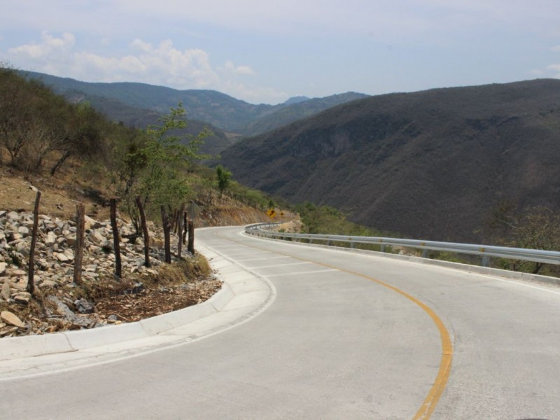 Abate Querétaro deuda histórica en infraestructura con la Sierra Gorda