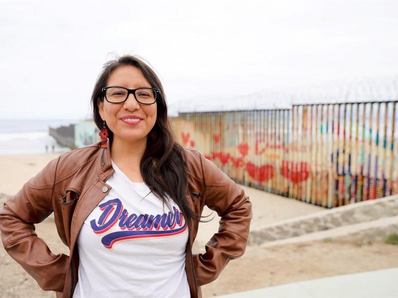 Abogada 'Dreamer' cumple el sueño de cientos de migrantes varados