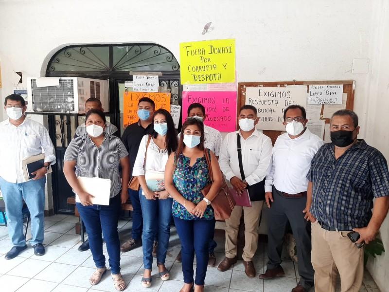 Abogados toman Juzgado Civil en Tehuantepec; denuncian rezagos administrativos