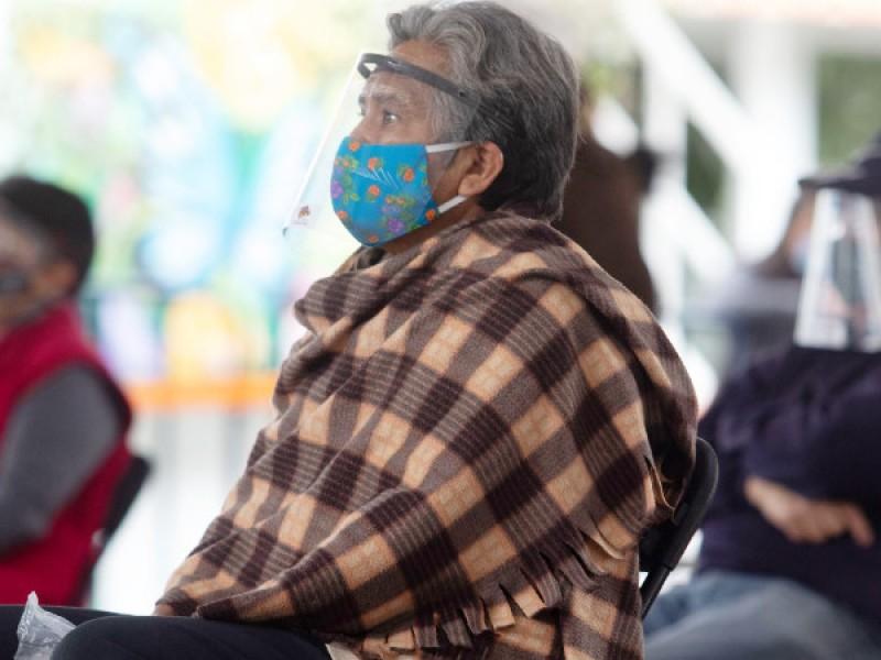 Abuelitos de SIRM se quedan esperando vacunas del Covid