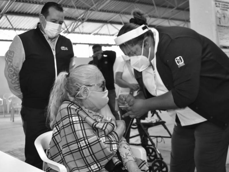 Abuelitos esperan con ansias vacuna contra el Covid-19