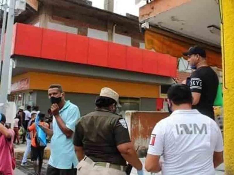 """""""Acampa"""" el INM en el centro de Tapachula"""
