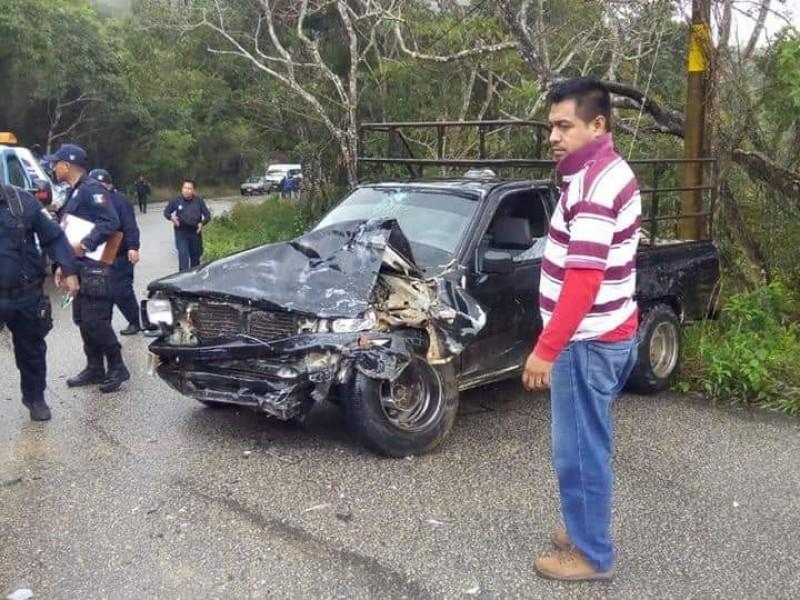 Accidenta automovilístico deja varios heridos